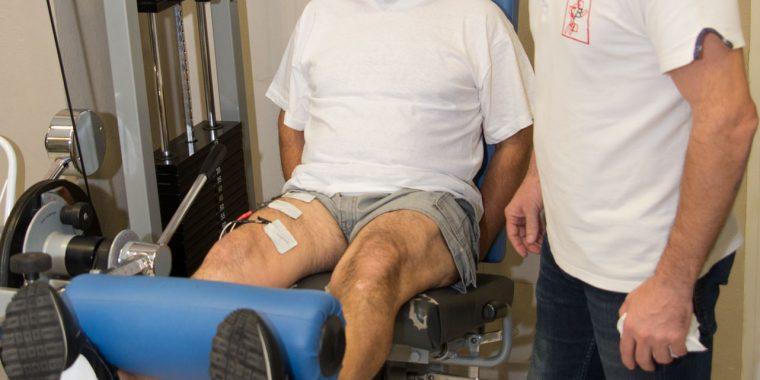 immagine di una seduta di riabilitazione del ginocchio